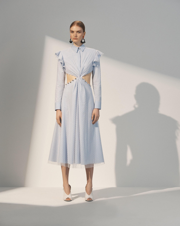 Повседневное платье необычного кроя голубое