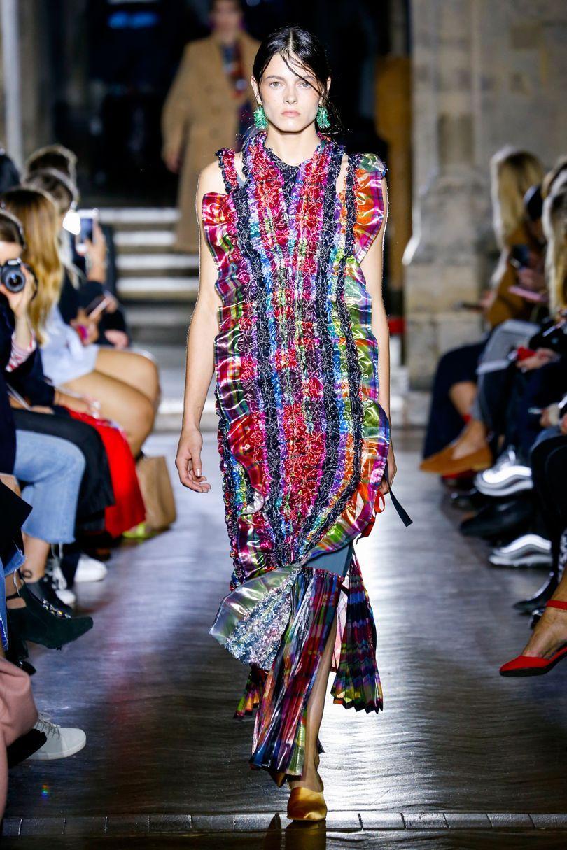 Повседневное платье необычного кроя разноцветное