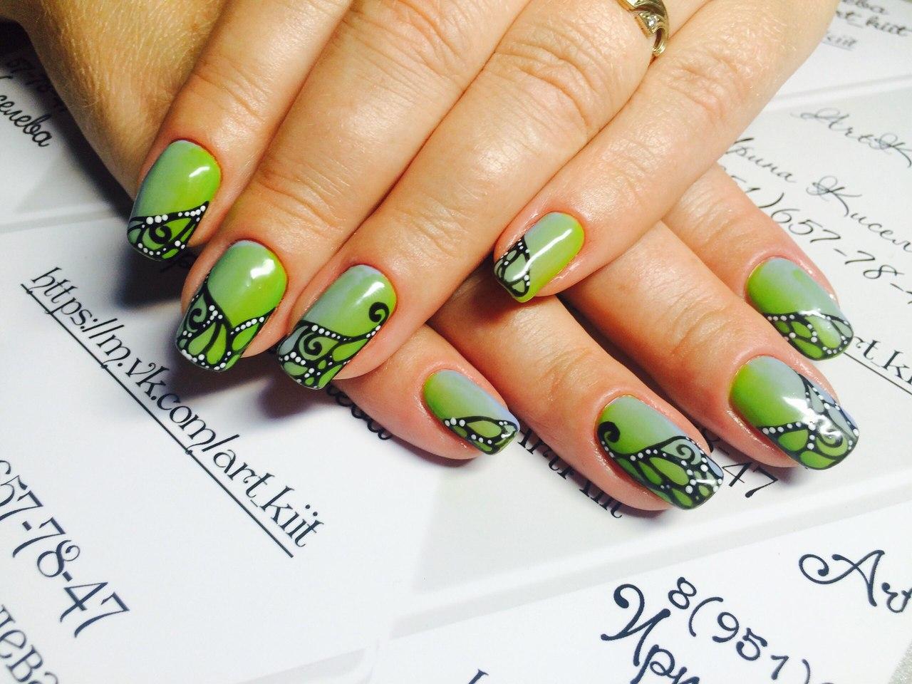 Зеленый маникюр кружевной