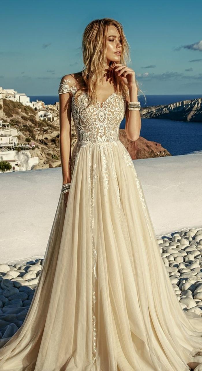 Свадебное платье айвори с кружевным лифом