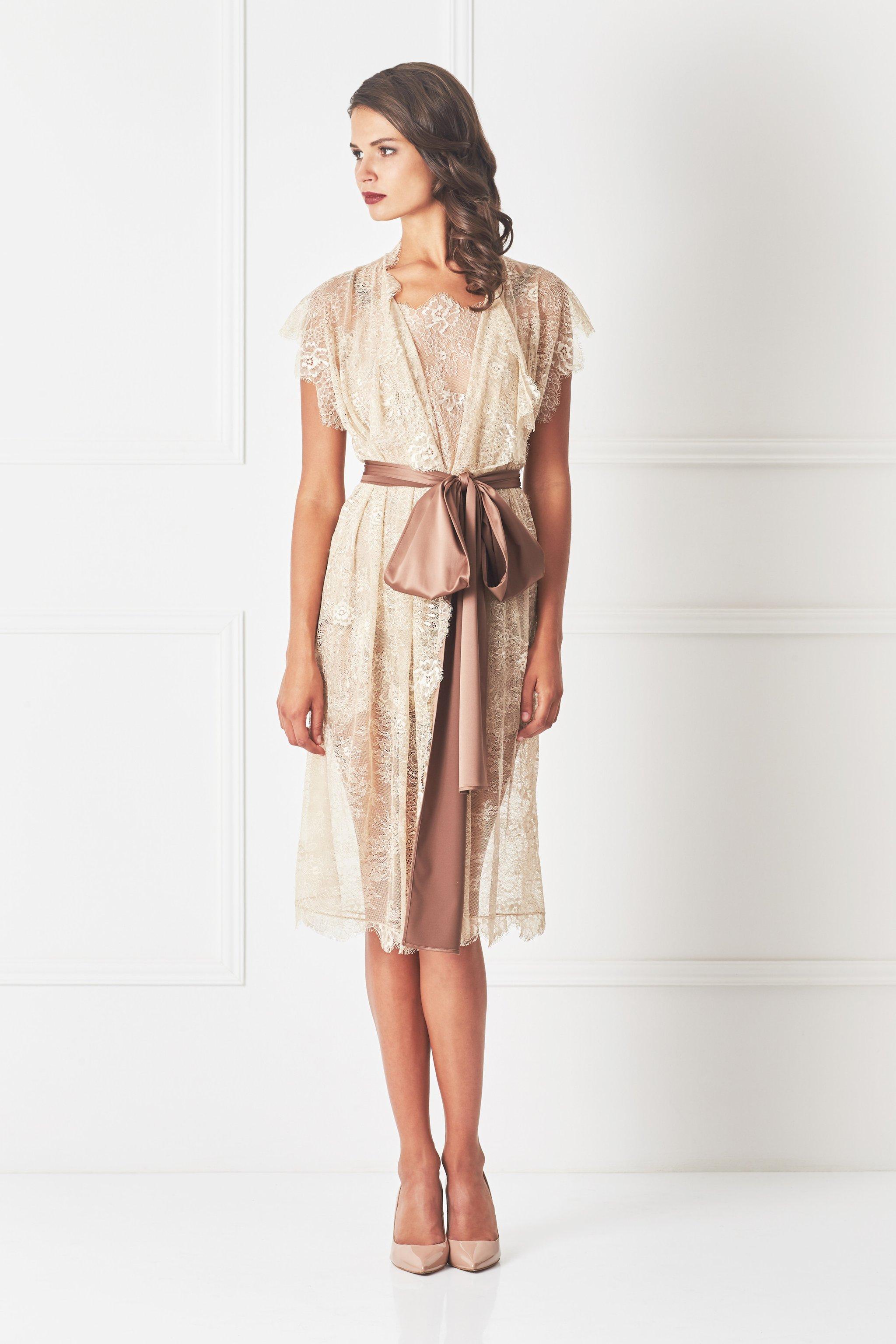 Бежевое платье кружевное гипюровое