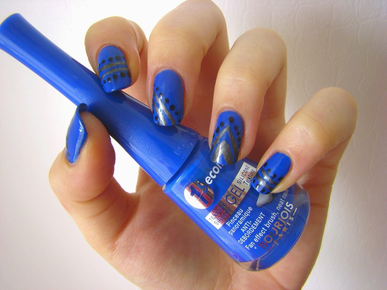 Синий маникюр лаком