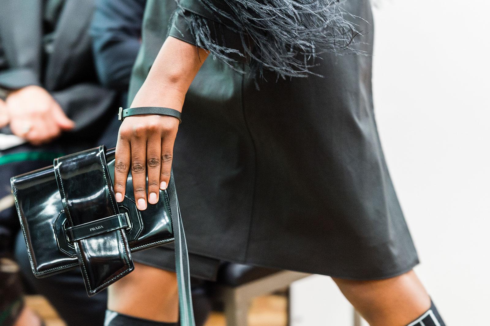 Клатч кожаный лаковый черный