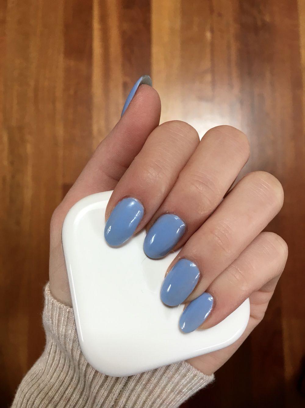 Голубой маникюр на миндальные ногти
