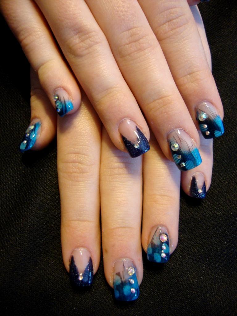 Синий маникюр на нарощенные ногти