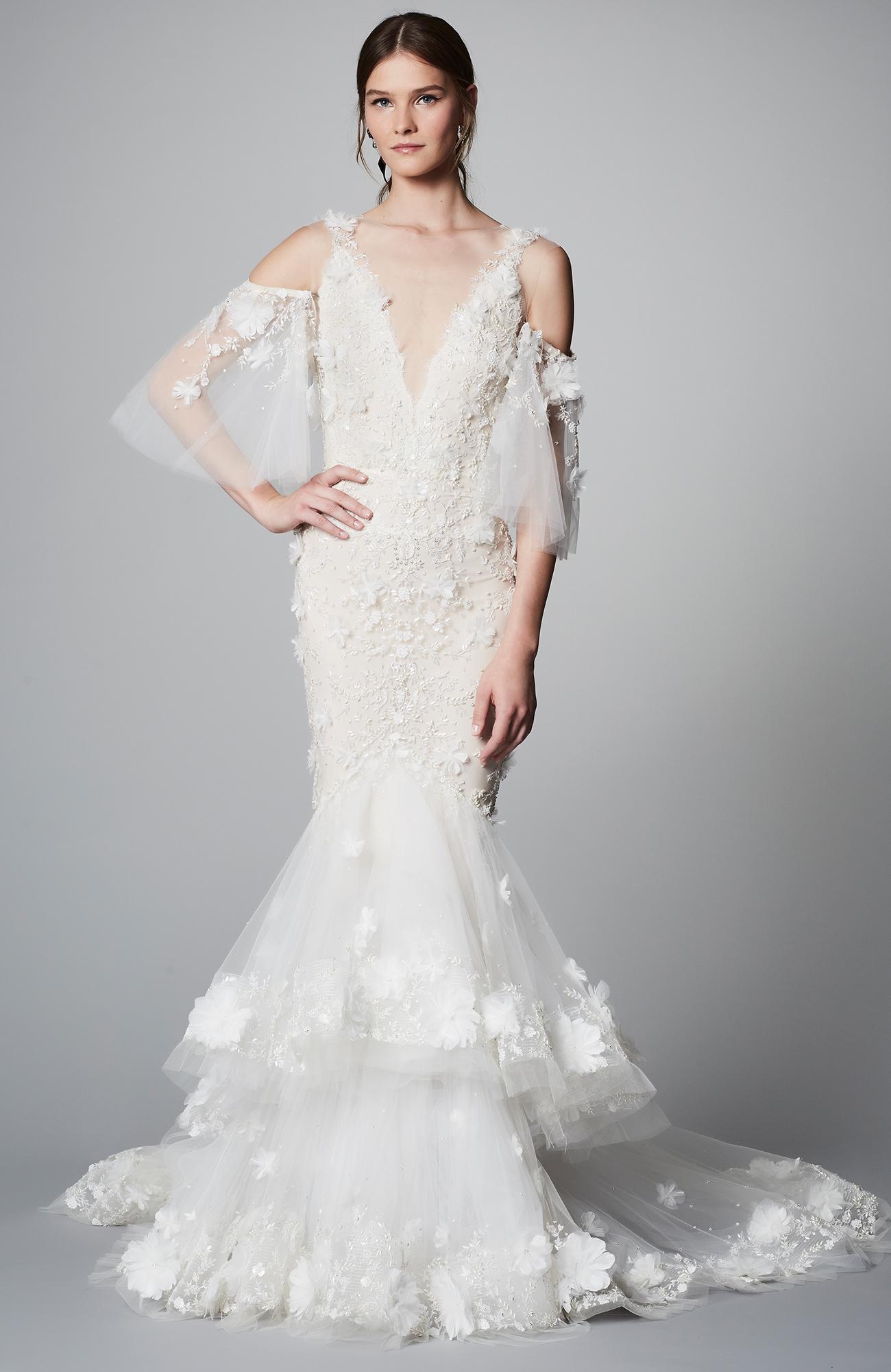 Свадебное платье рыбка с объемными цветами