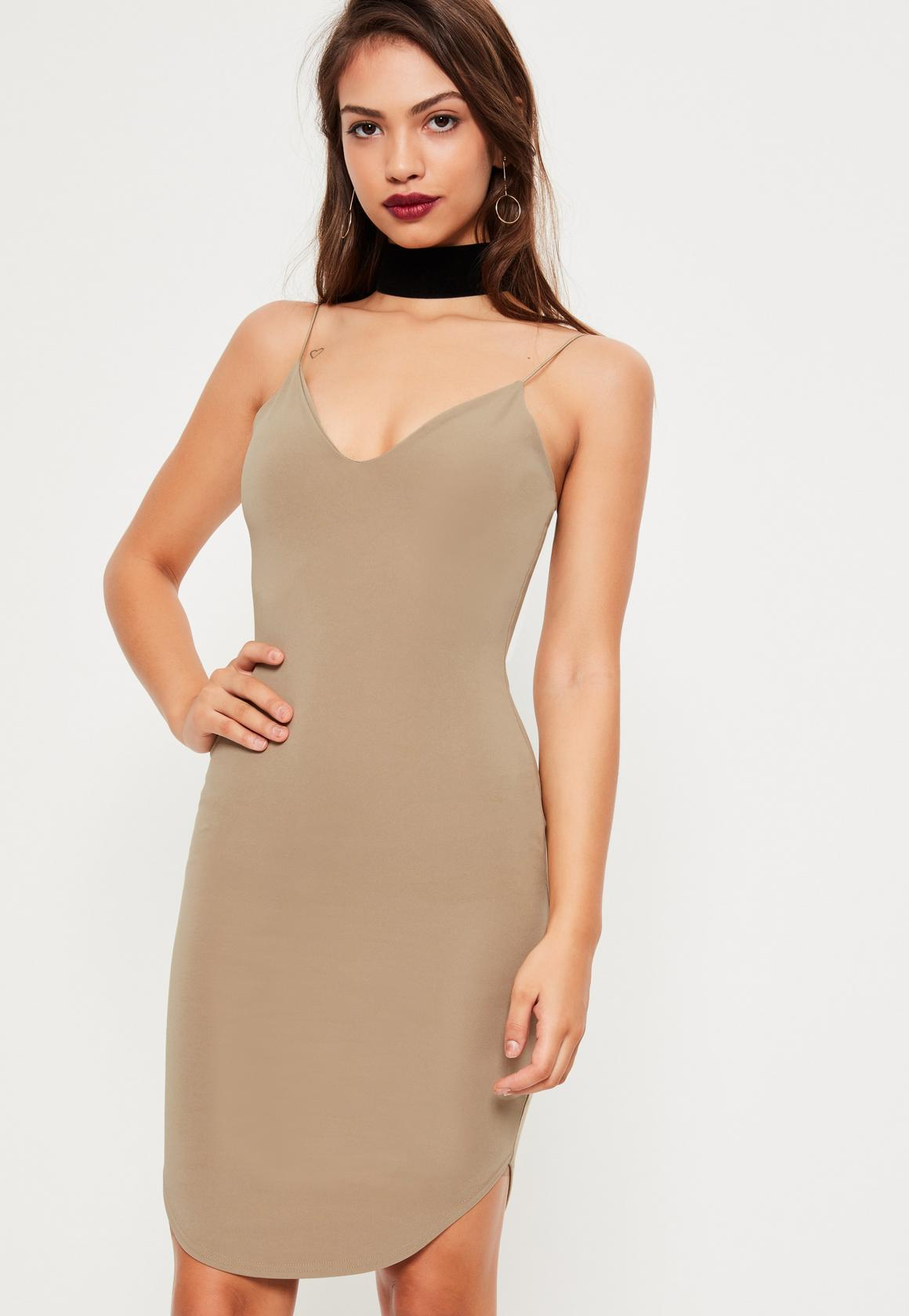 Бежевое платье облегающее