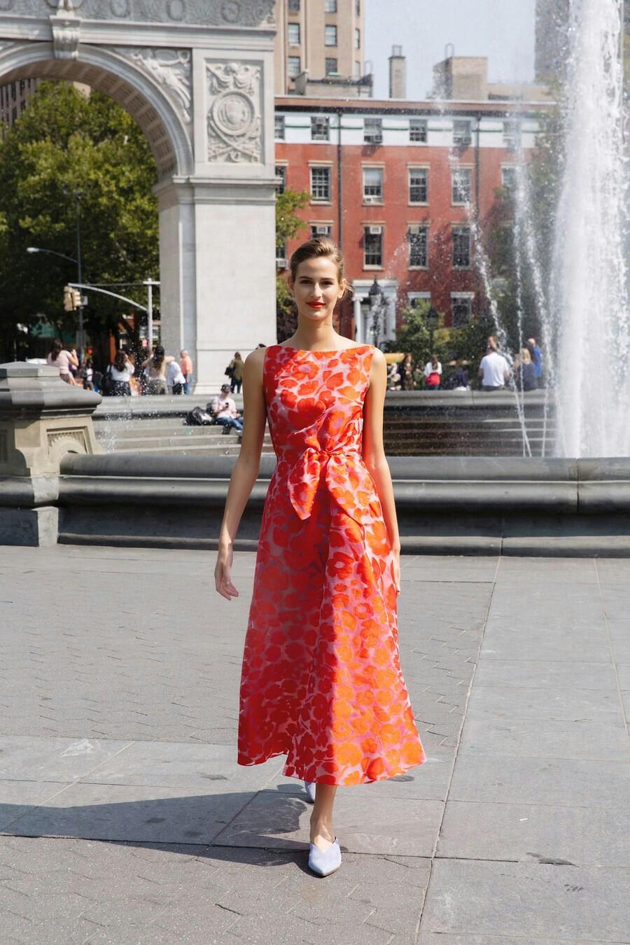 Повседневное платье оранжевое