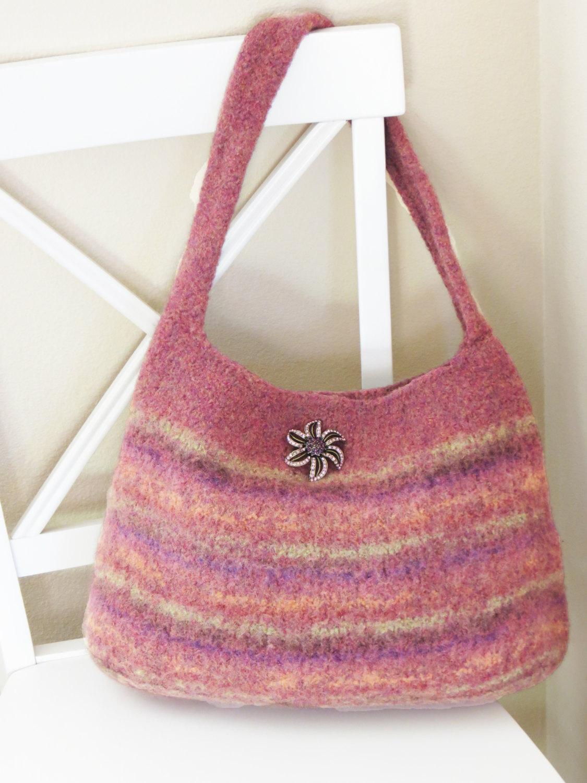 Вязаная сумка в пастельных тонах