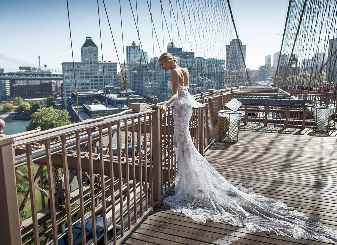 Свадебное платье рыбка с перьями