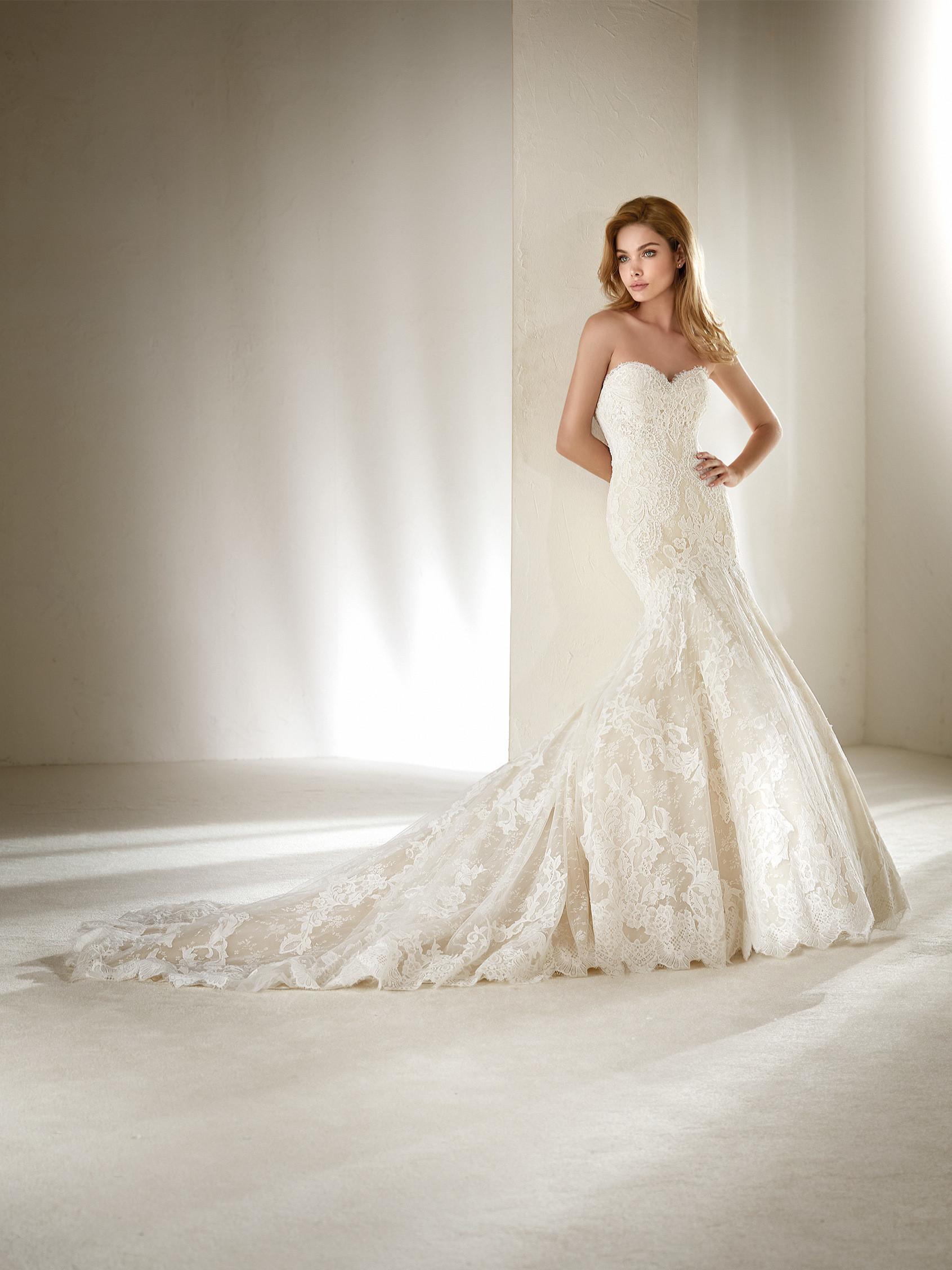 Свадебное платье рыбка с открытыми плечами