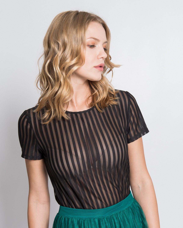 фото дівчат у прозорих блузках