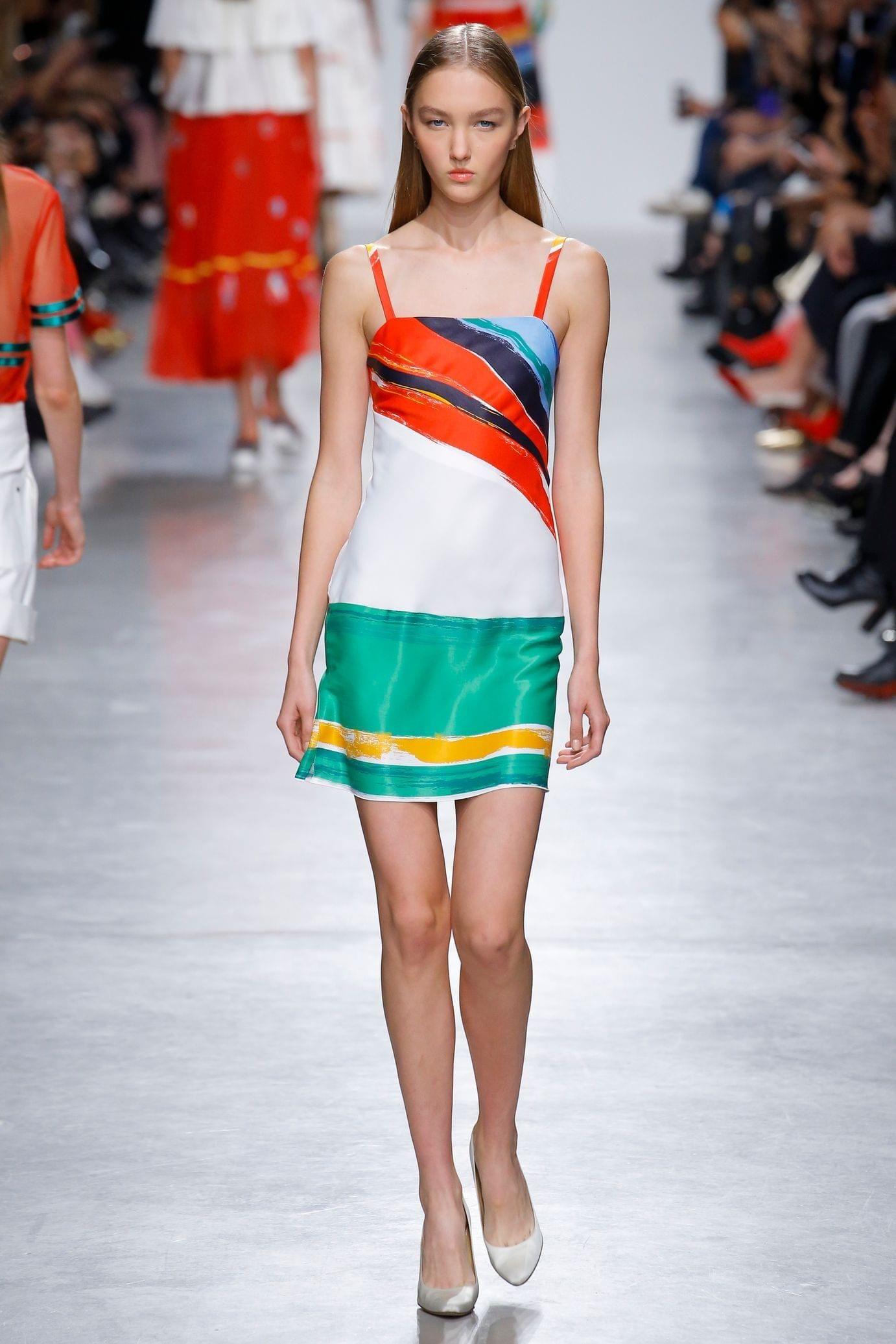 Повседневное платье с принтом геометричным
