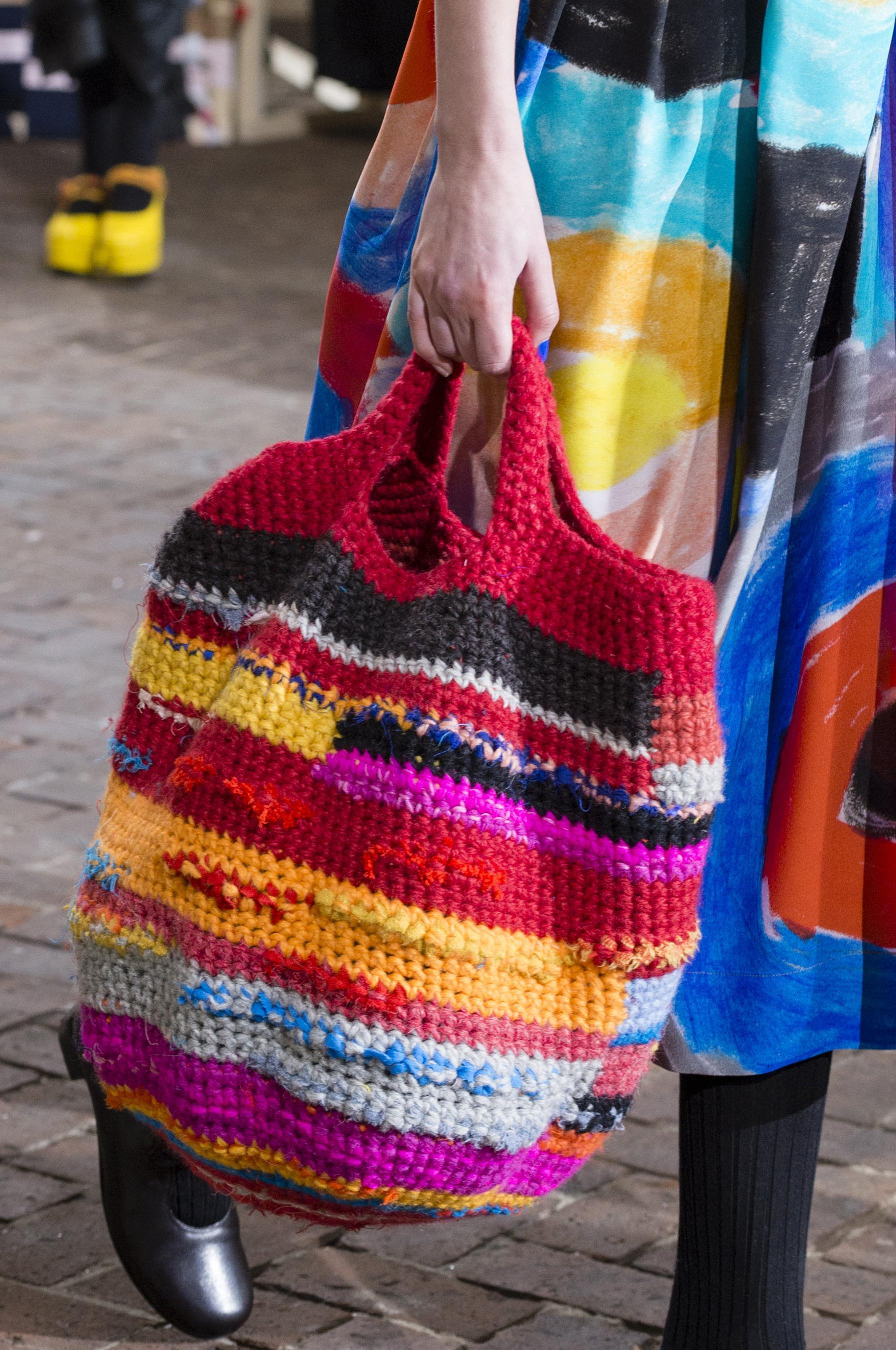 Вязаная сумка разноцветная