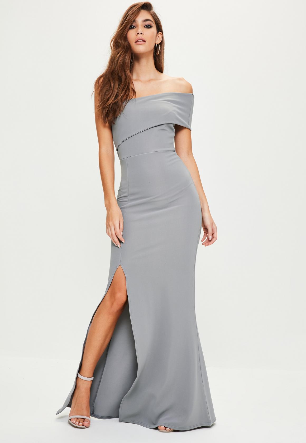Серое платье с разрезом
