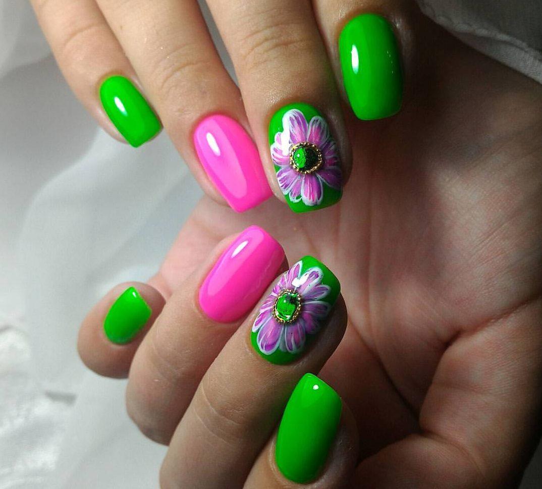 Зеленый маникюр с розовым
