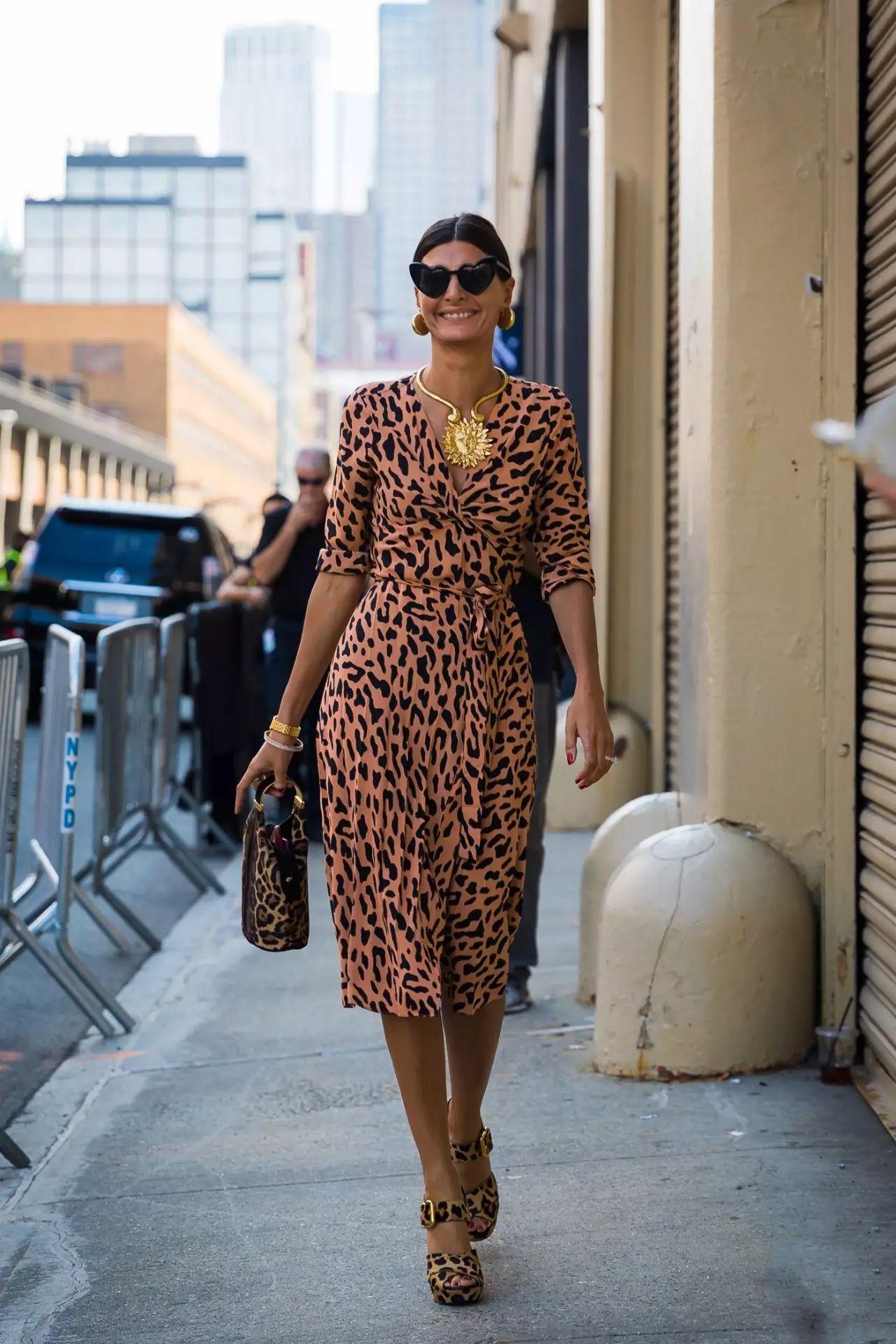 Платье леопардовое с рукавом