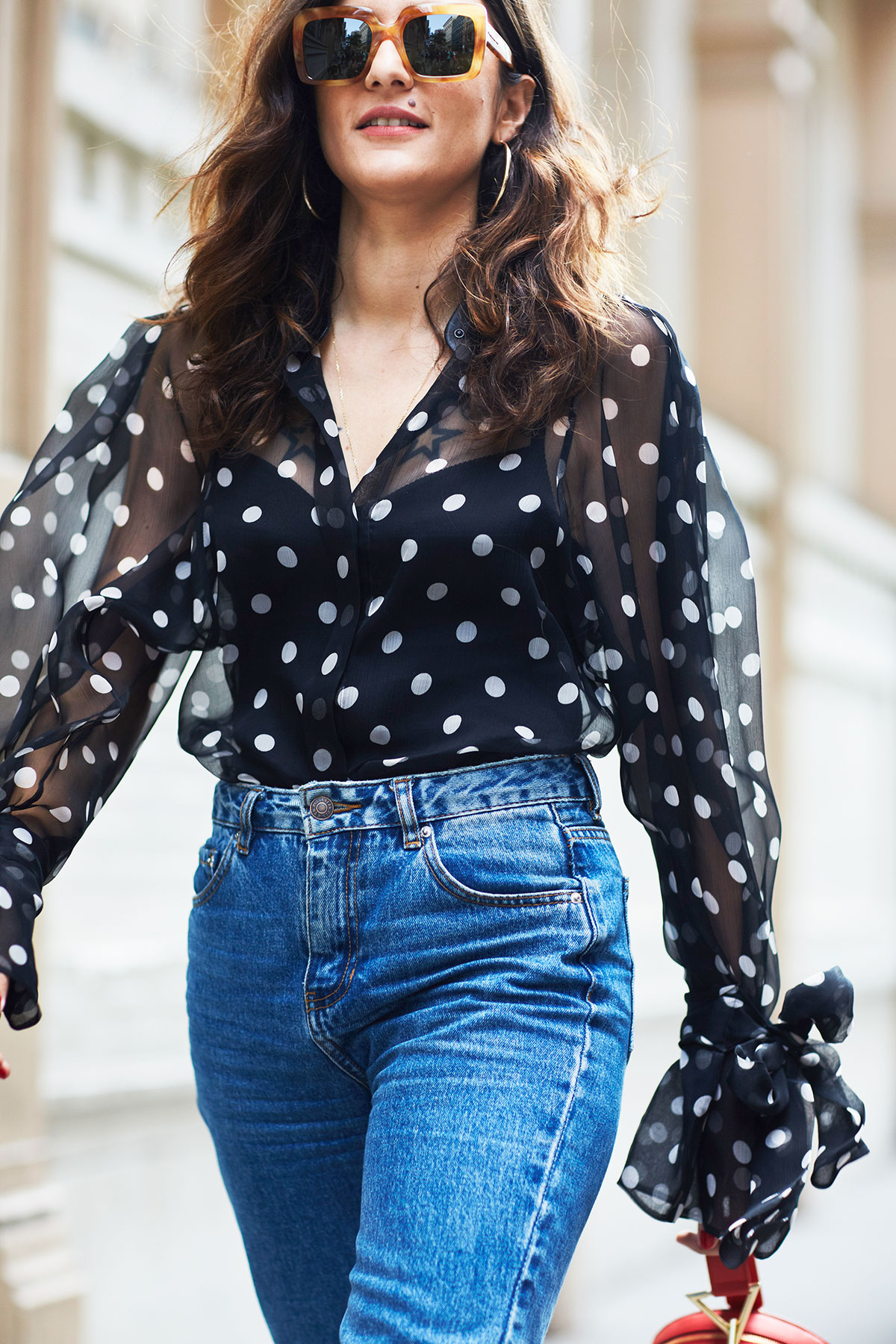 Блузка в горошек с рюшами