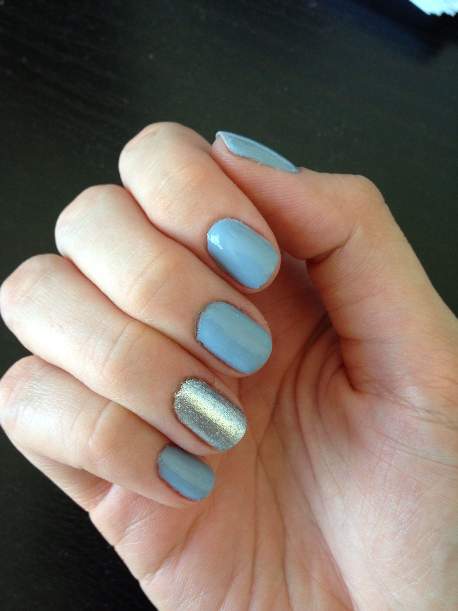 Голубой маникюр с серебром