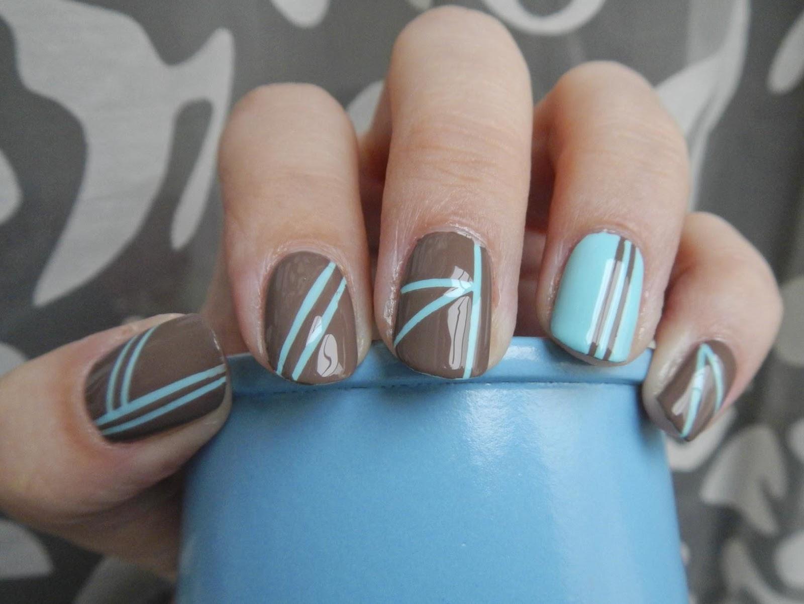 Голубой маникюр с серым