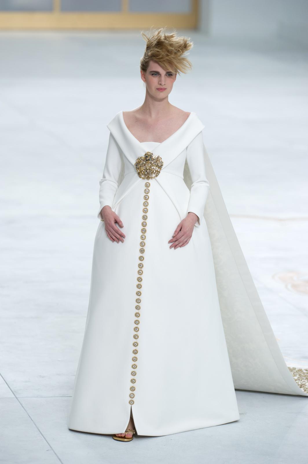Свадебное платье для беременных со шлейфом