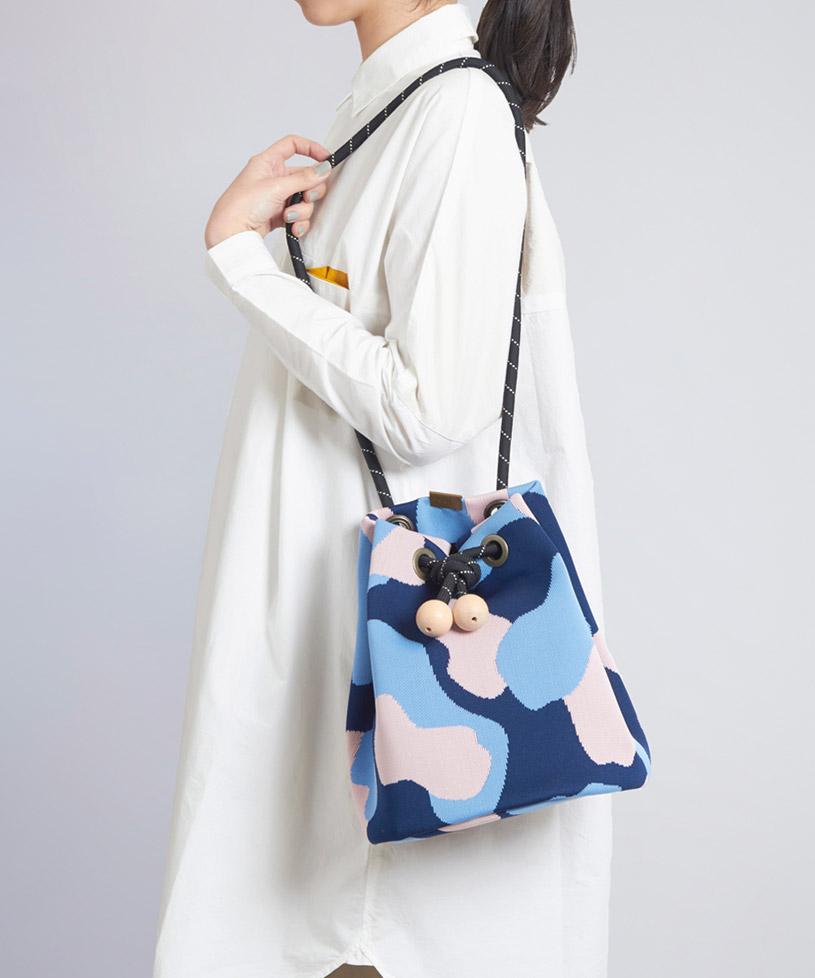 Вязаная сумка сине-голубая