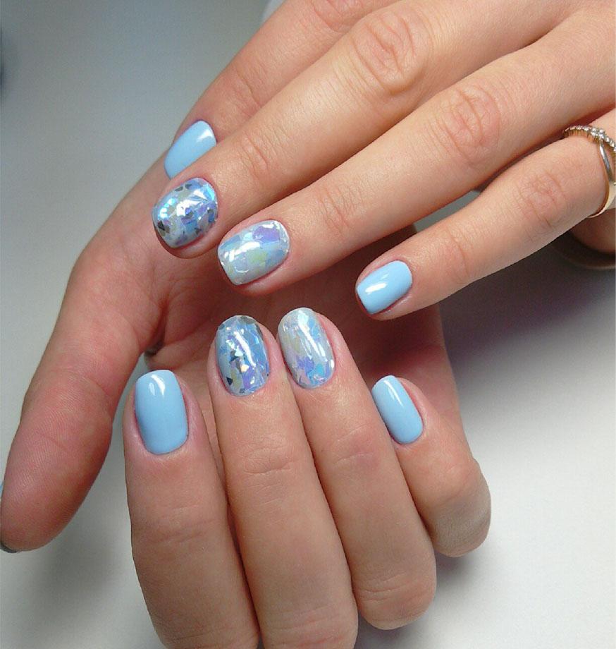 Голубой маникюр битое стекло