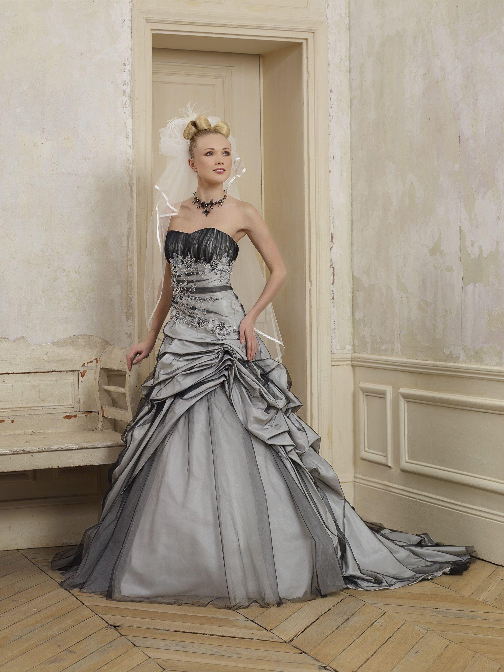Серое платье свадебное пышное
