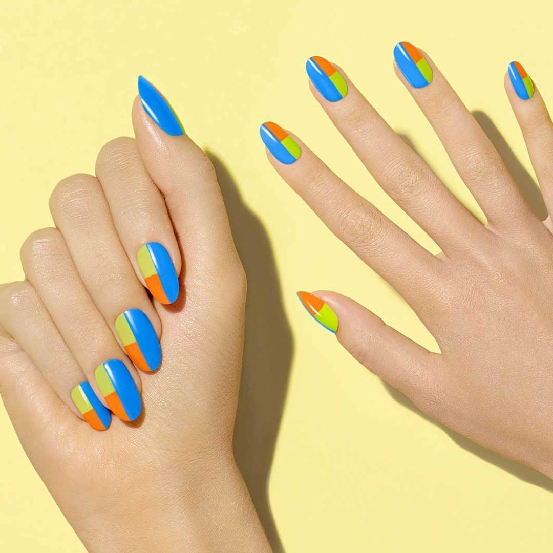 Голубой маникюр трехцветный