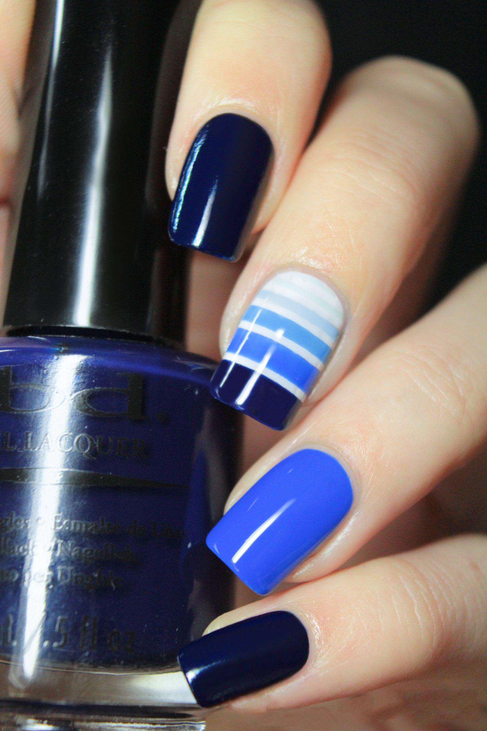 Синий маникюр трехцветный