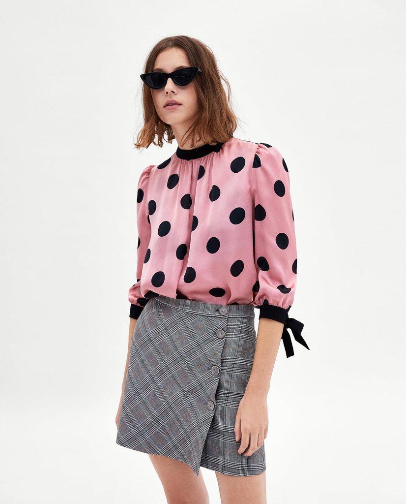 Блузка в горошек с рукавом три четверти