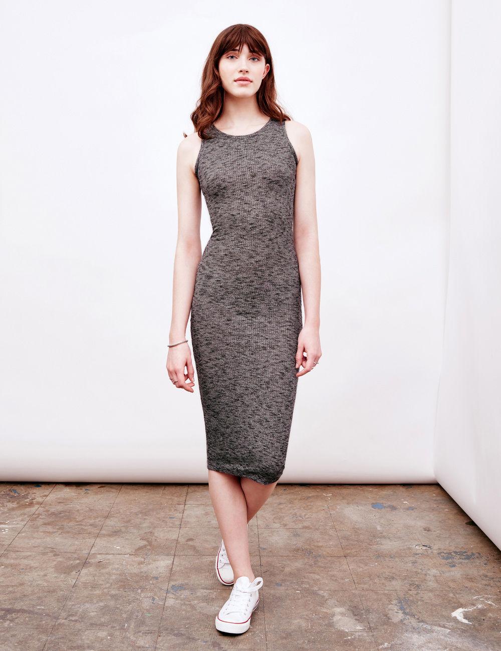 Серое платье трикотажное