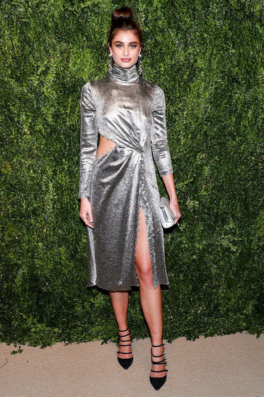 Серое платье вечернее серебряное