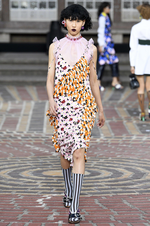 Повседневное платье с воланами без рукавов