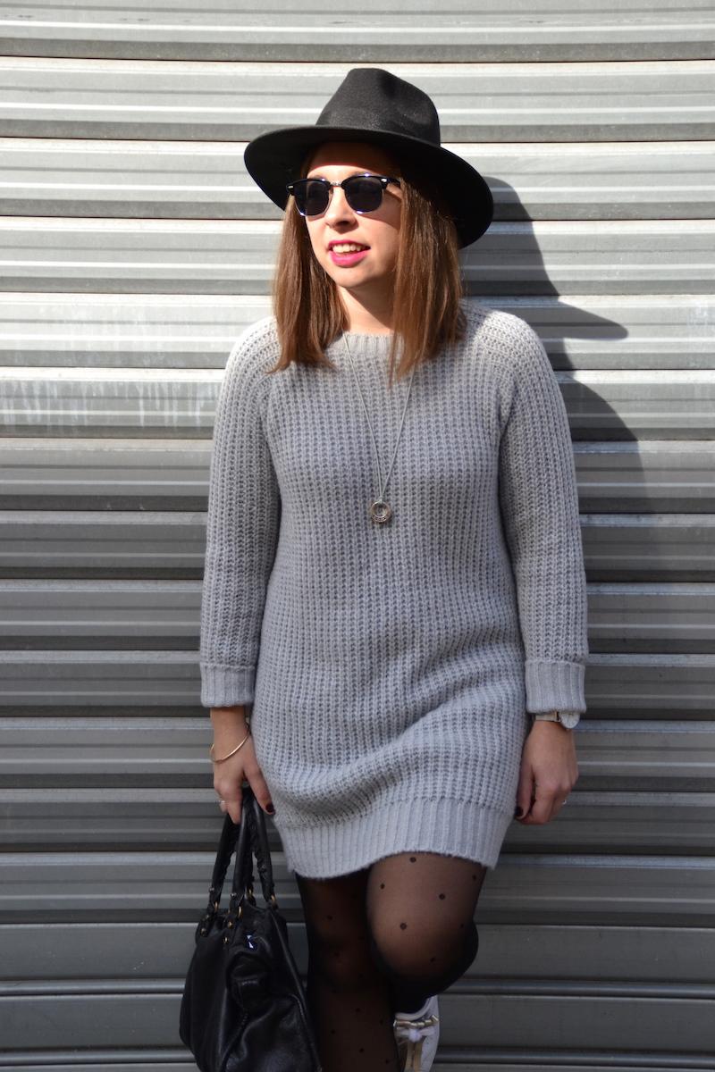 Серое платье вязаное