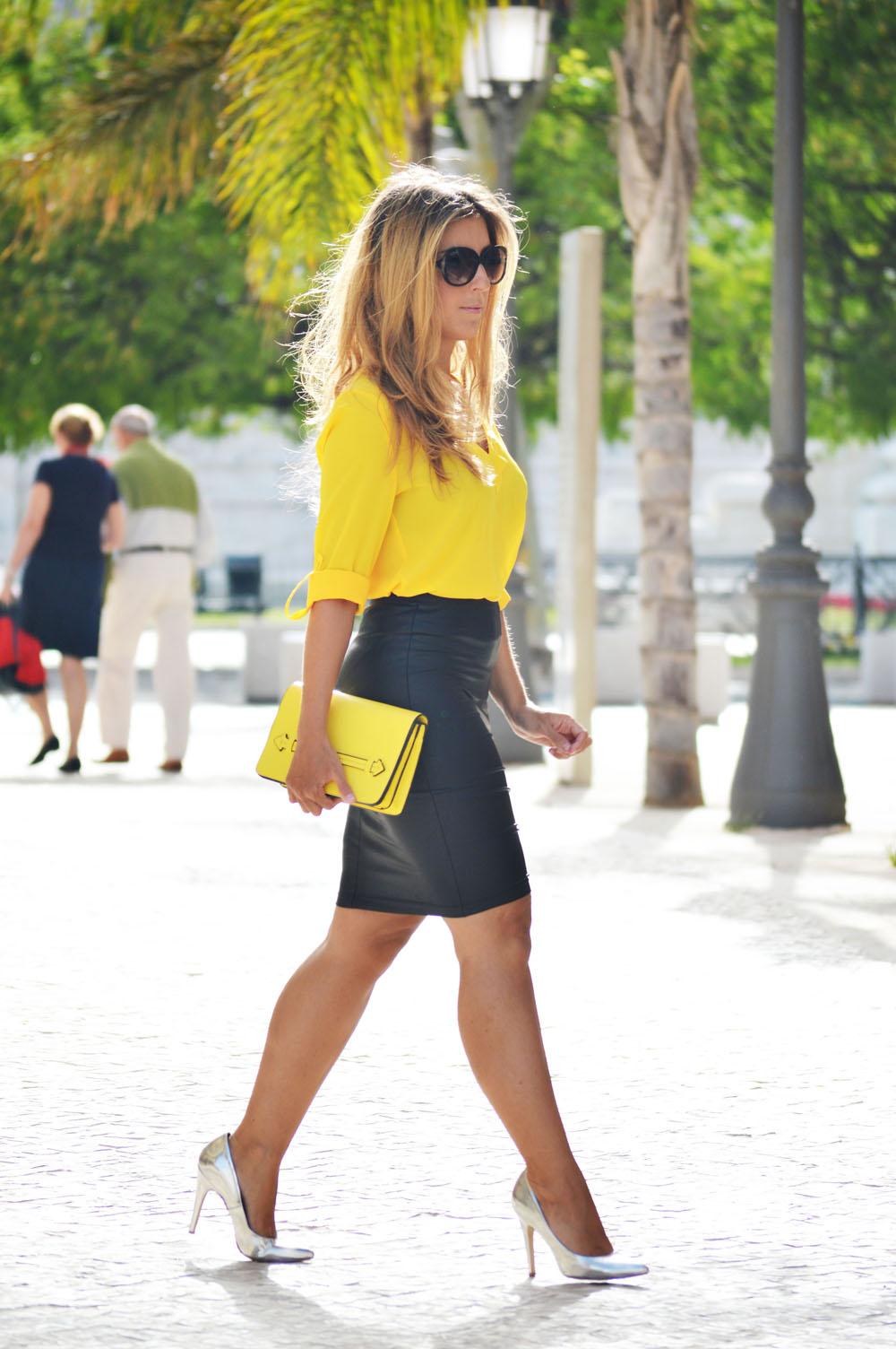 Клатч кожаный желтый