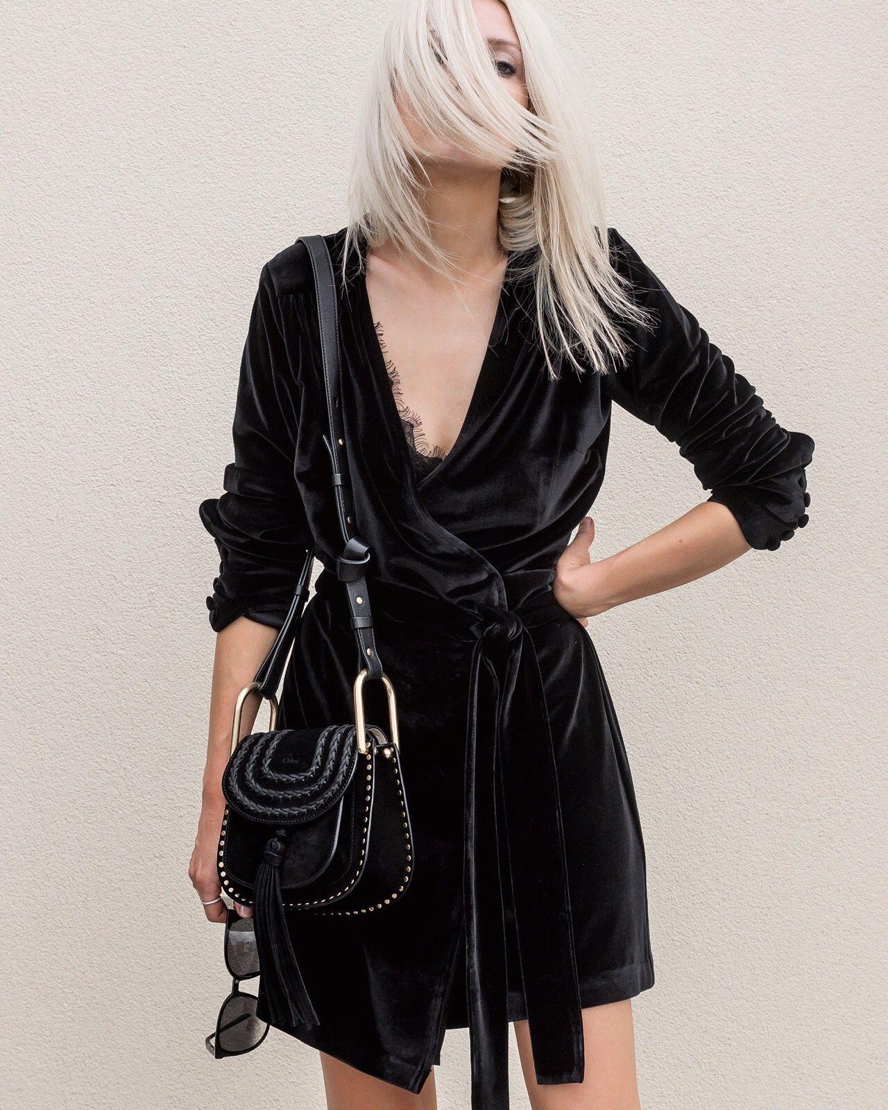 Платье с запахом черное бархатное