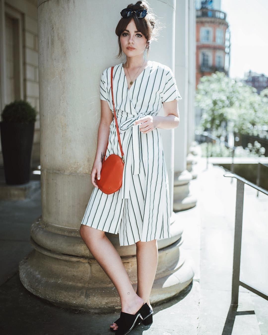 Платье с запахом стильное