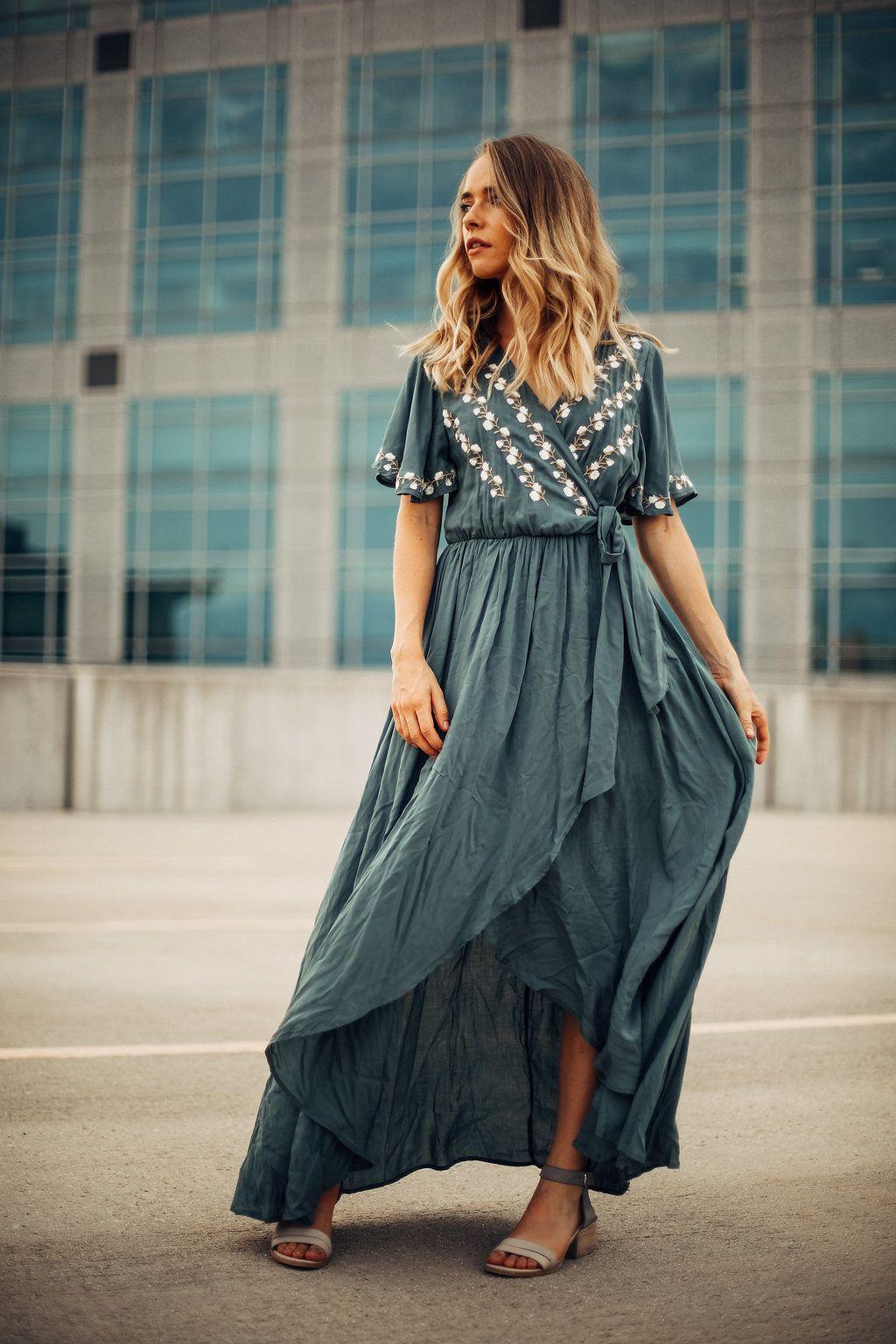 Платье с запахом и вышивкой