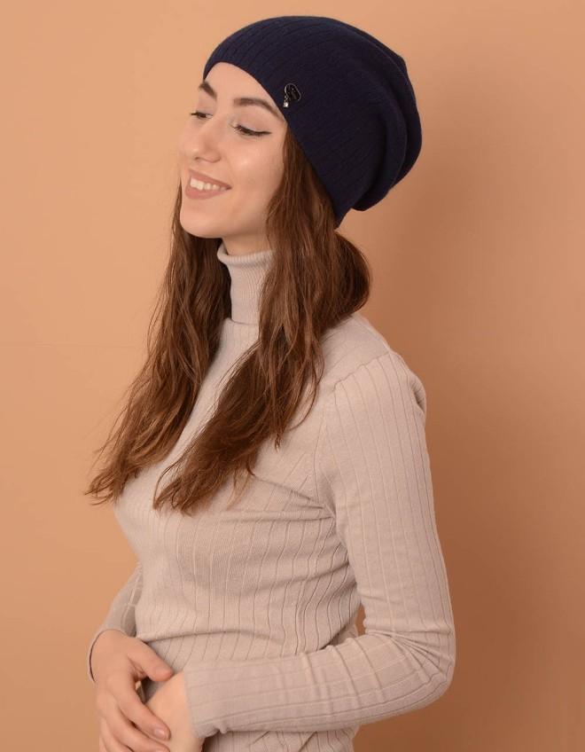 Зимне-осенняя мода рекомендует шапку с подворотом