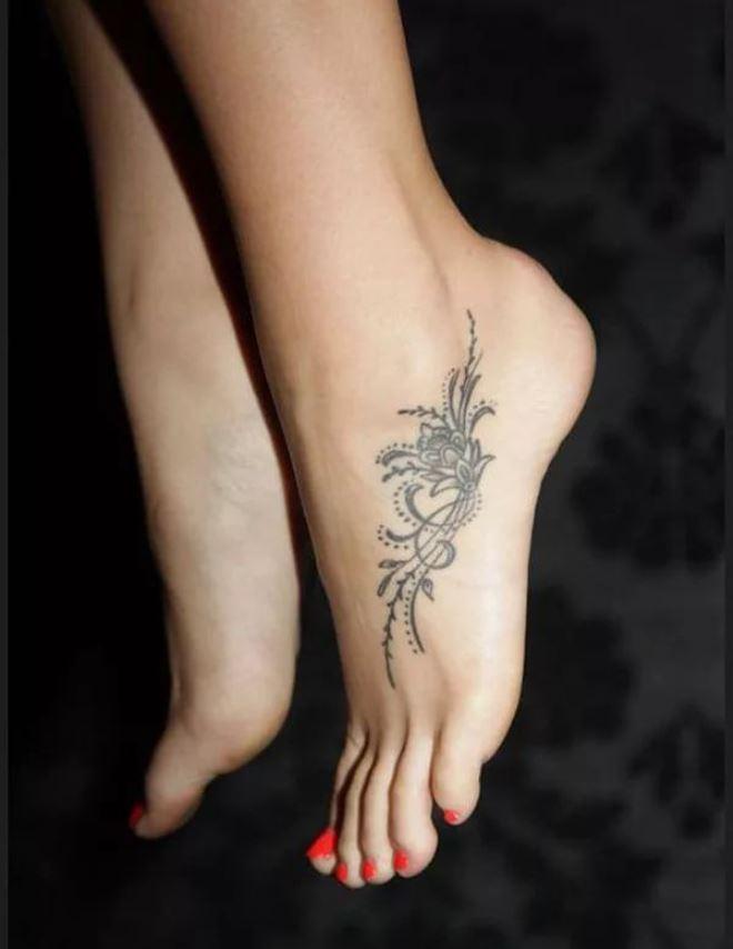 фотосессии фотографии татуировок на лодыжке супругов также