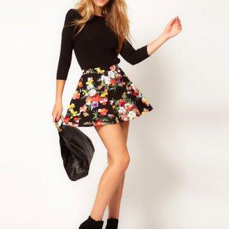 Черная мини-юбка с цветочным принтом