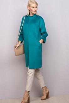 Бирюзовое пальто с бежевыми аксессуарами