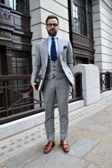 Мужской серый костюм
