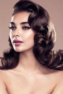 Большие волны на тонких длинных волосах