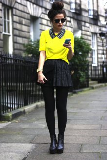 Желтая блузка с черной юбкой