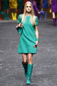 Светло-зеленая одежда