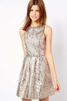 Необычное короткое серебристое платье