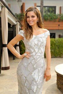 Блестящее длинное серебристое платье