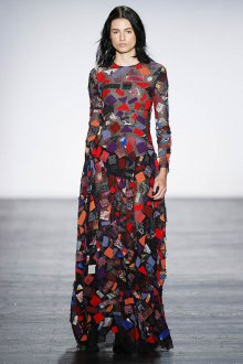 Пестрое длинное платье для встречи 2020 года
